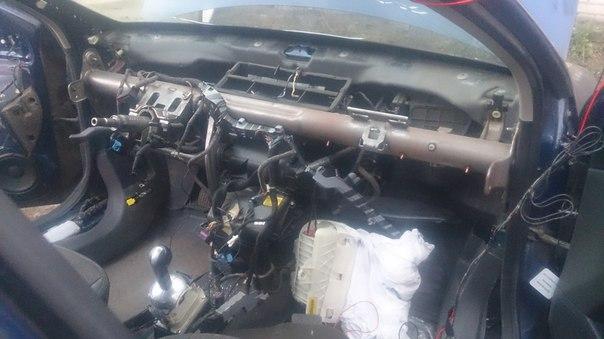 Avto — Airbag: Автомобиль без панели приборов